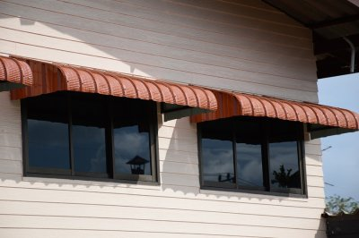 Impact of commercial awnings on energy use