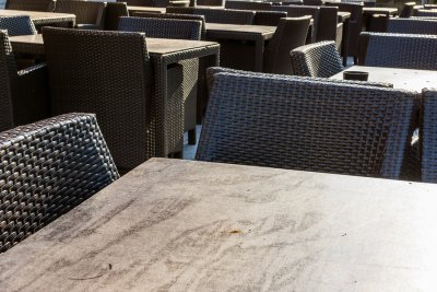 Design outdoor seating areas at restaurants